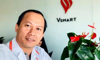 Ông Mai Triều Nguyên khoe hình chụp tại văn phòng nhà máy Vsmart - Ảnh: Mai Triều Nguyên