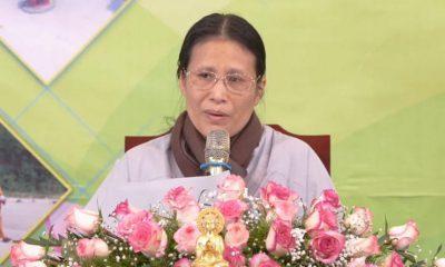 Bà Phạm Thị Yến trong buổi giảng pháp tại chùa Ba Vàng