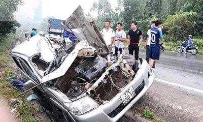 Chiếc xe bán tải bị biến dạng sau vụ tai nạn.