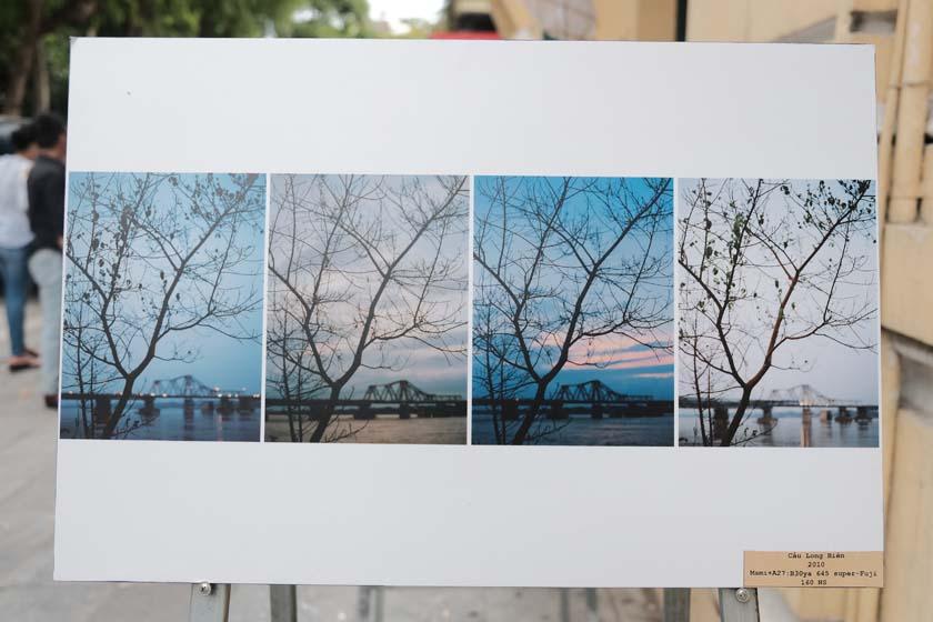 Tác phẩm 'Cầu Long Biên' ghi lại quá trình thay đổi trong 4 mùa được trưng bày tại triển lãm - ảnh: NHẬT LINH
