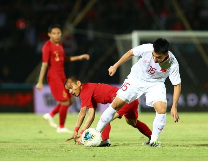 Lối chơi áp sát của các cầu thủ Indonesia.